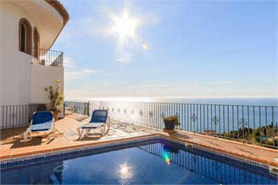 Villa for sale in Costa Tropical, Granada with Heated Private Pool