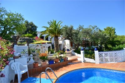 Villa for sale in La Herradura, Spain with Private Pool