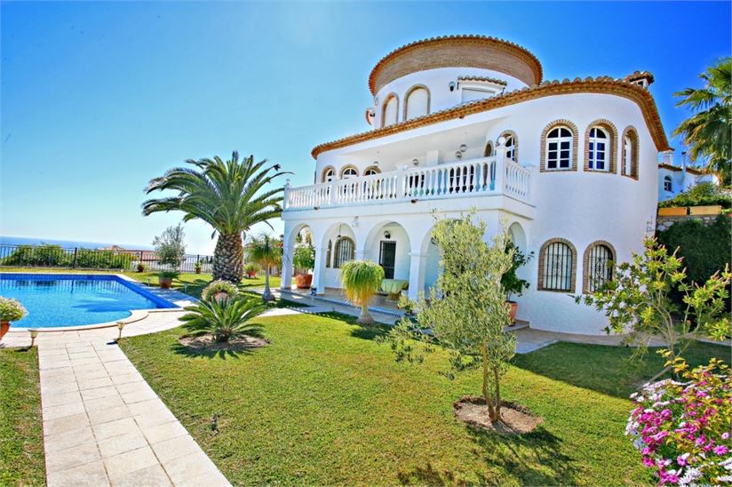 Luxury Villas With Private Pools In Spain