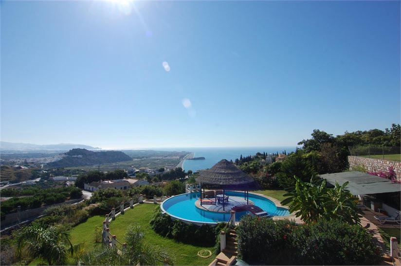 Villa vendre costa tropical grenade avec piscine for Piscine orsole