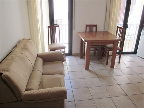 To Rent: Apartment in Castell dEmpries, Gerona, Spain > Economic floor dEmpries Castell center.