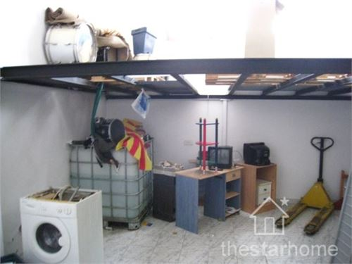 To Rent: Commercial in Llançà, Gerona, Spain > In the middle of commerce and services and in a journeyed route we found this premises of generous space with many possibilities.
