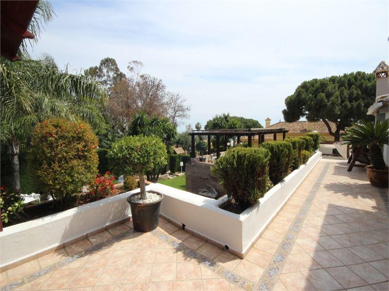 Luxurious villa in Hacienda Las Chapas
