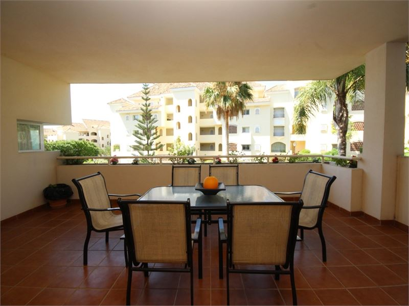 Beautiful beach-side apartment in Elviria