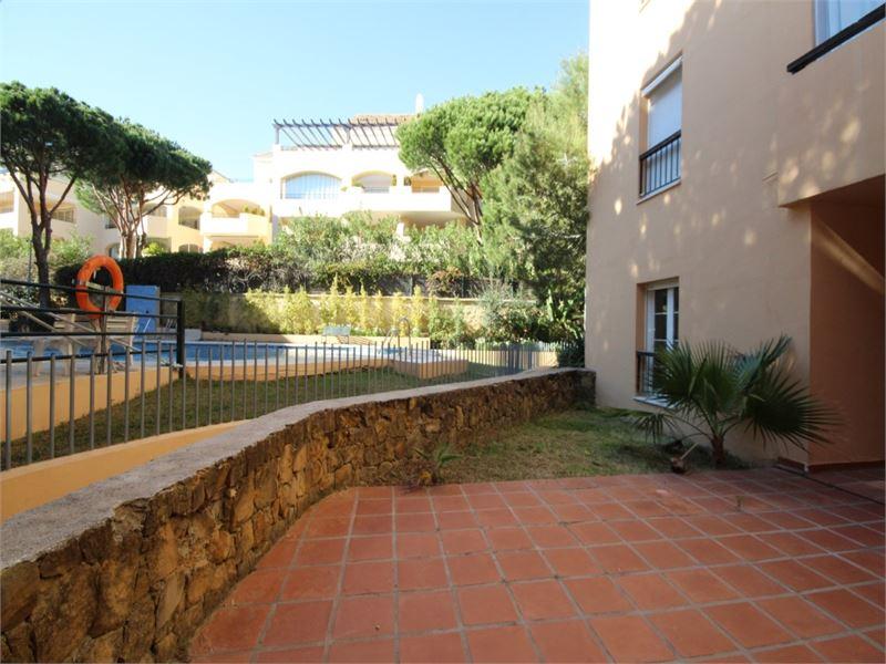 Beach-side garden apartment in Elviria