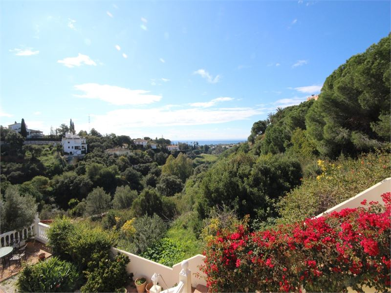Large family villa in Elviria with open views