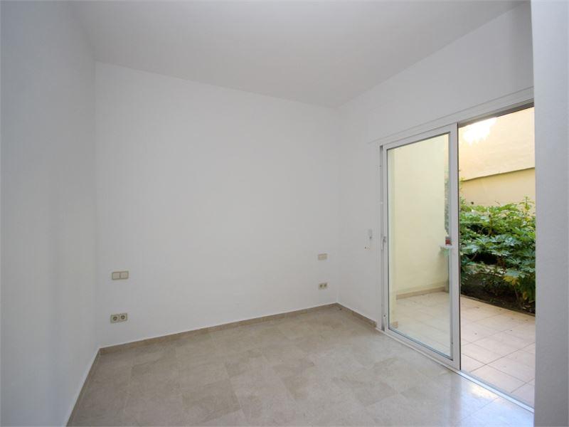 Corner ground floor with sea views in Elviria