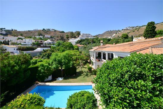 Fantastic villa with wonderful garden