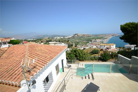 Lovely villa with infinity pool and amazing views