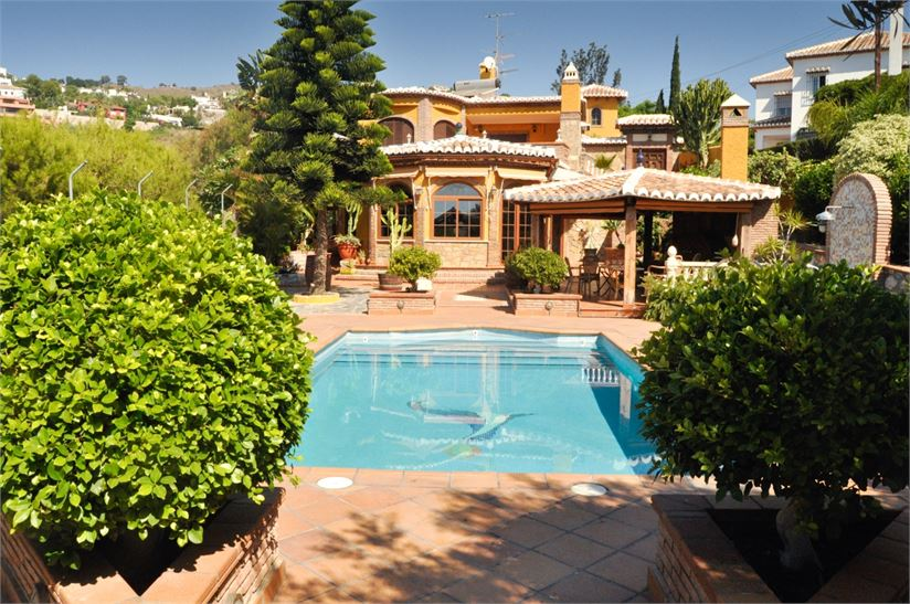 Spanish villa with private pool & tropical garden