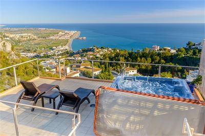 Villa for sale in Salobrena, Andalucia with Heated Pool