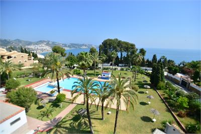 Apartment for sale in La Herradura, Spain with Community Pool