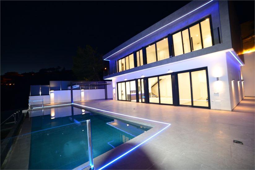 Luxury villa with infinity pool in Salobreña