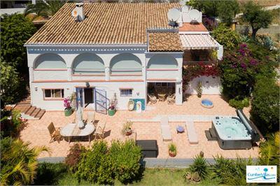 Villa à vendre à Almunecar, Andalousie avec Piscine Chauffée Privée