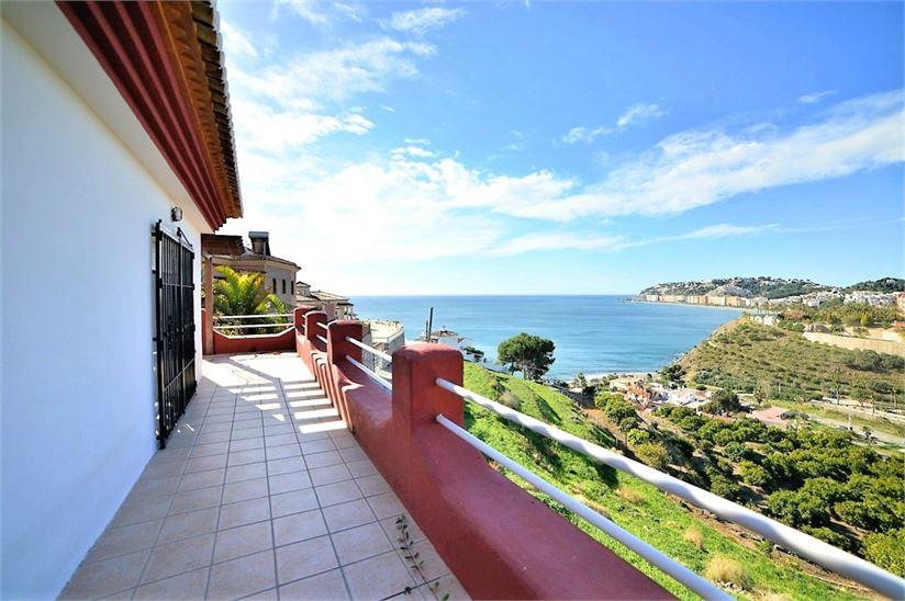 Lovely Spanish villa overlooking the sea