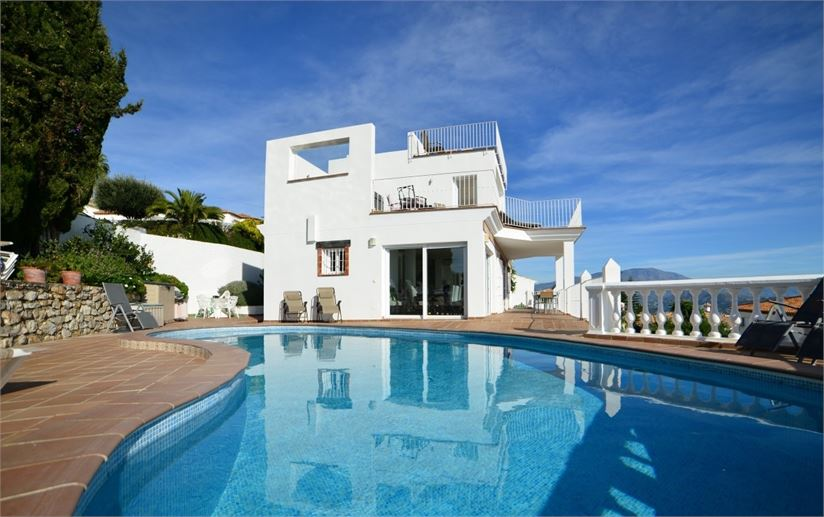 Stunning villa with pool jacuzzi and sea views