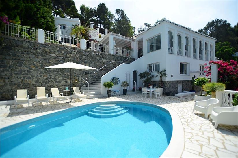 Impeccable villa with incredible sea views