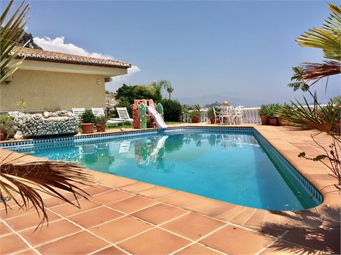 Exclusive villa overlooking the sea