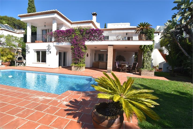 Stunning villa close to the beach