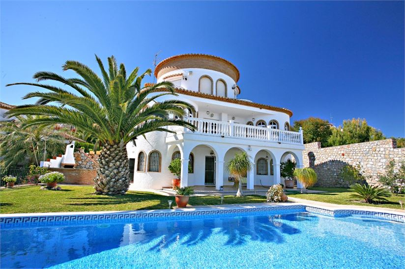 Charming Andalusian villa with pool & garden