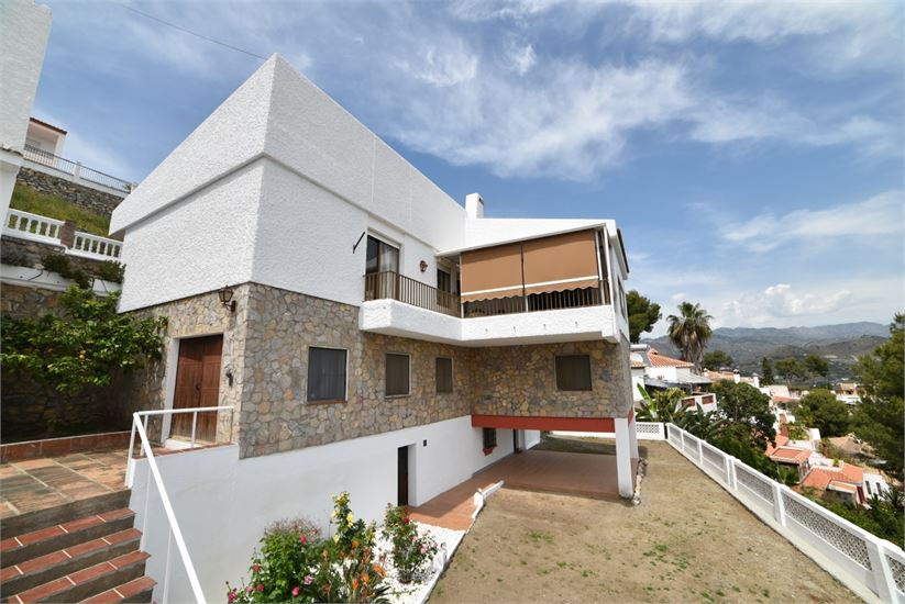 Villa for sale in Almunecar