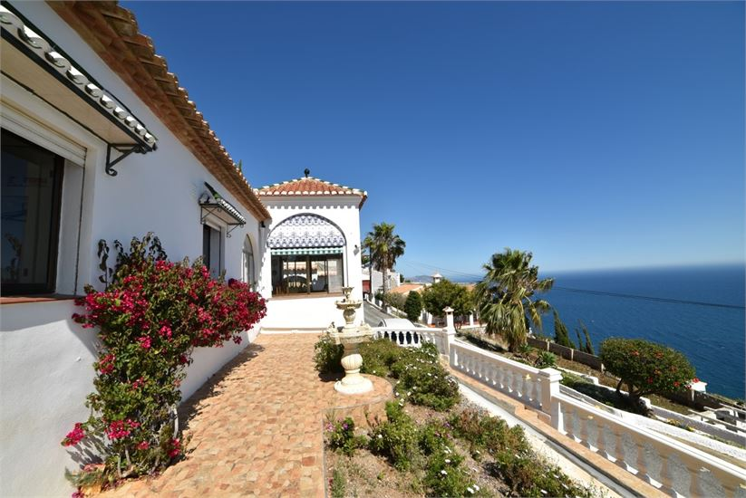 Front sea view from this villa for sale