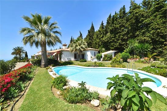 The andalusian lifestyle embodied in this villa !
