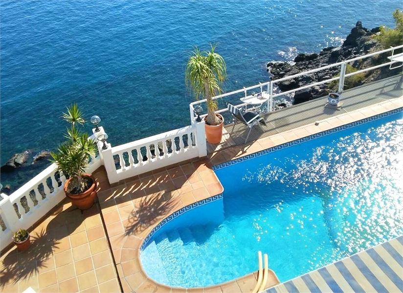 Beautiful villa on top of the sea