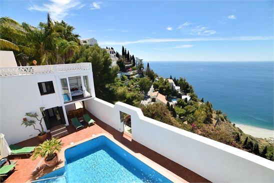 Spectacular sea & beach views from the property !