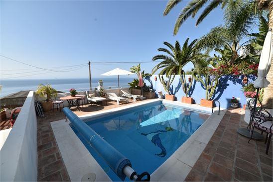Villa with sea views for sale in Salobrena