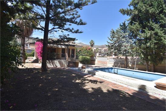 Villa for sale in Almunecar