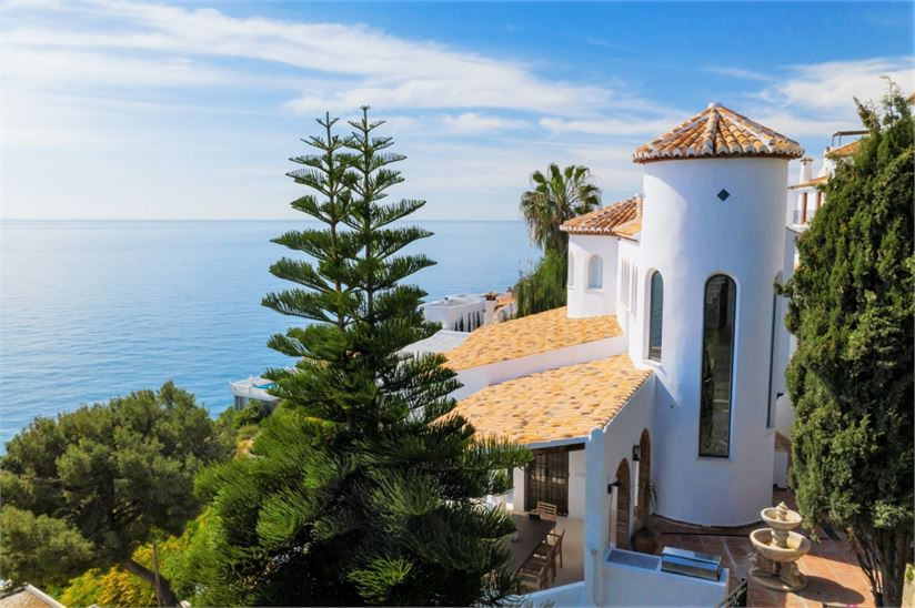 Andalusian designer villa with pool & great views