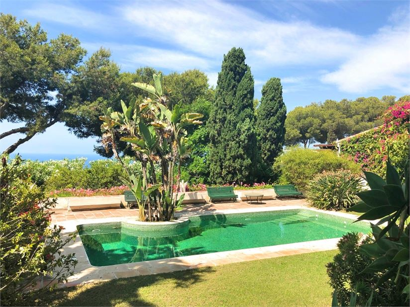 Private pool, sea views & mature garden