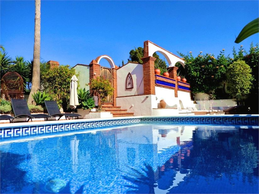 Beautiful, tropical environment and heated pool