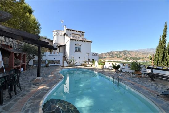 Beautiful house for sale with private pool