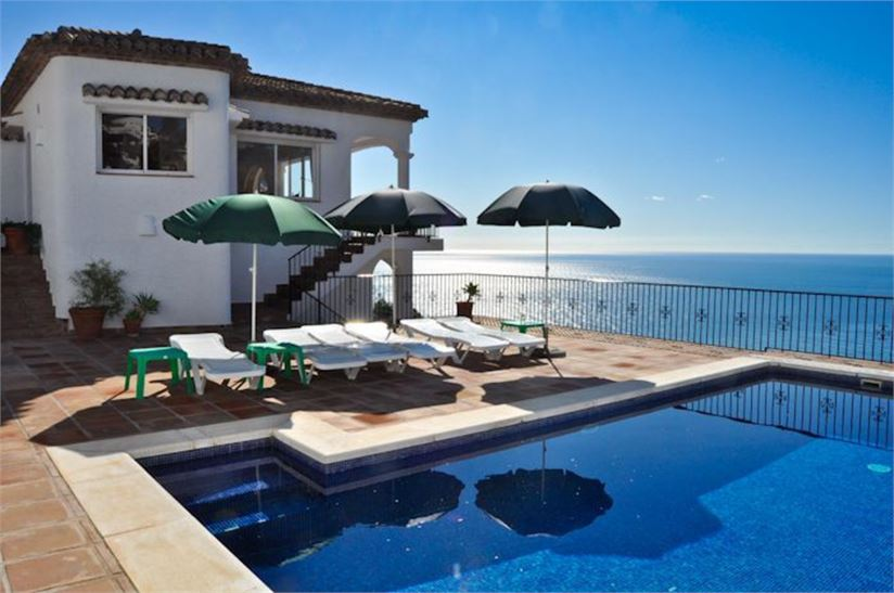 Stunning Villa on top of the sea in Salobreña