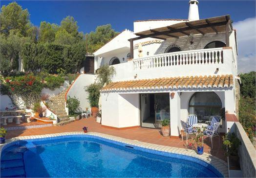 Villa close to beach & marina in La Herradura