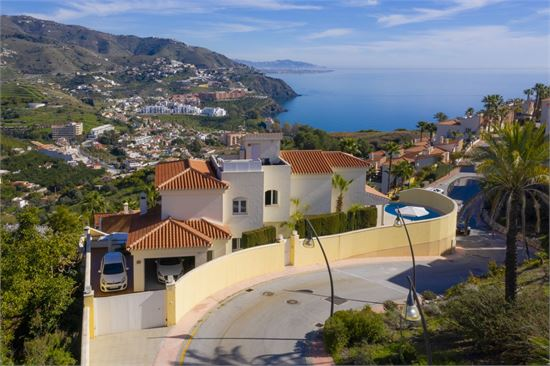Luxury villa for sale with amazing sea views