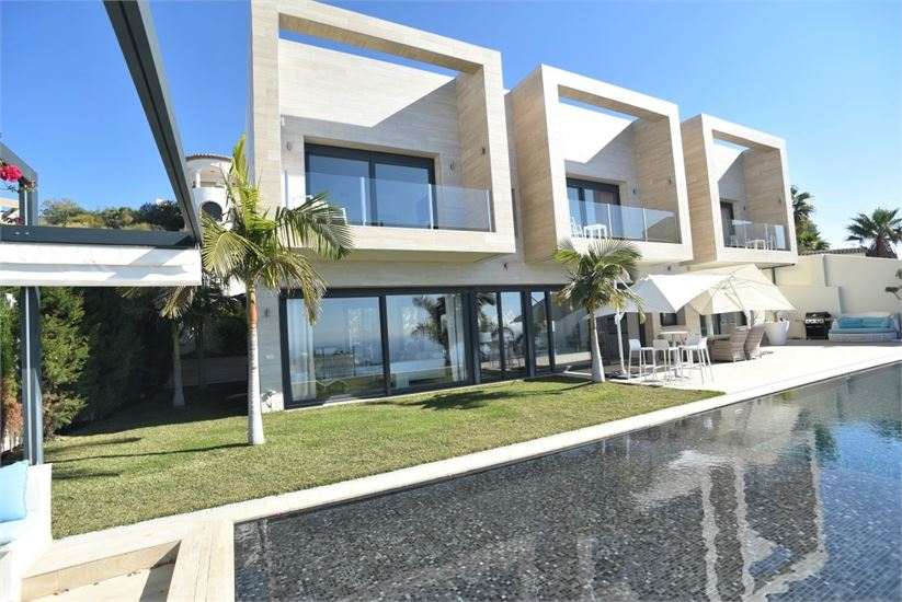 Luxury, modern villa with amazing sea views