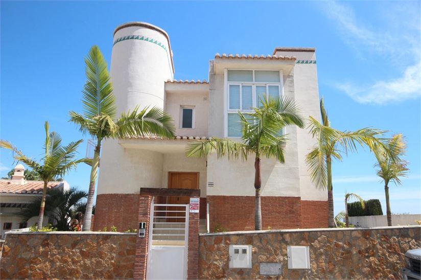 Nice and modern villa for sale in La Herradura
