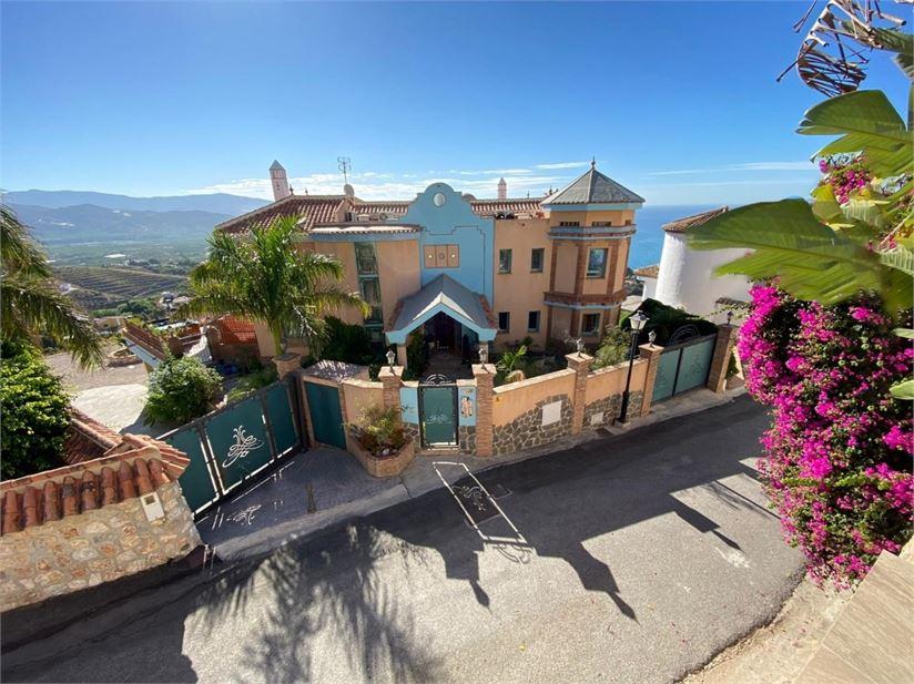 Luxury, modern villa with amazing sea views