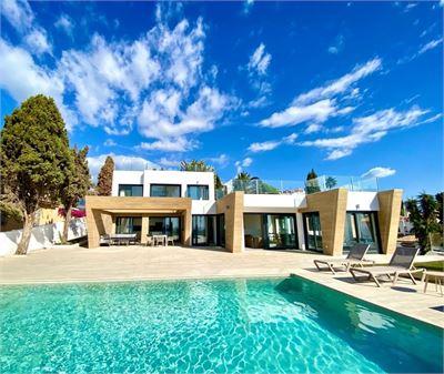 Villa for sale in La Herradura, Spain with Private Pool