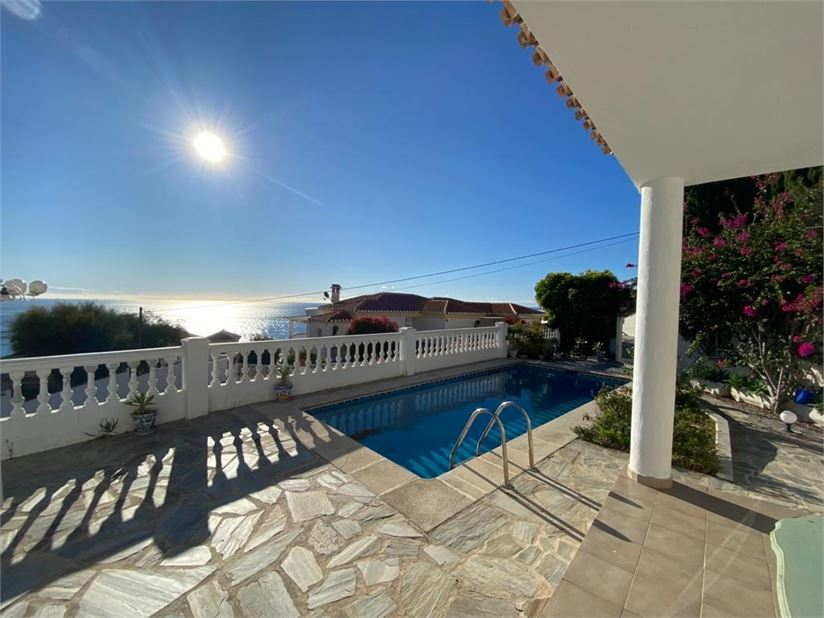 Lovely villa with amazing sea views