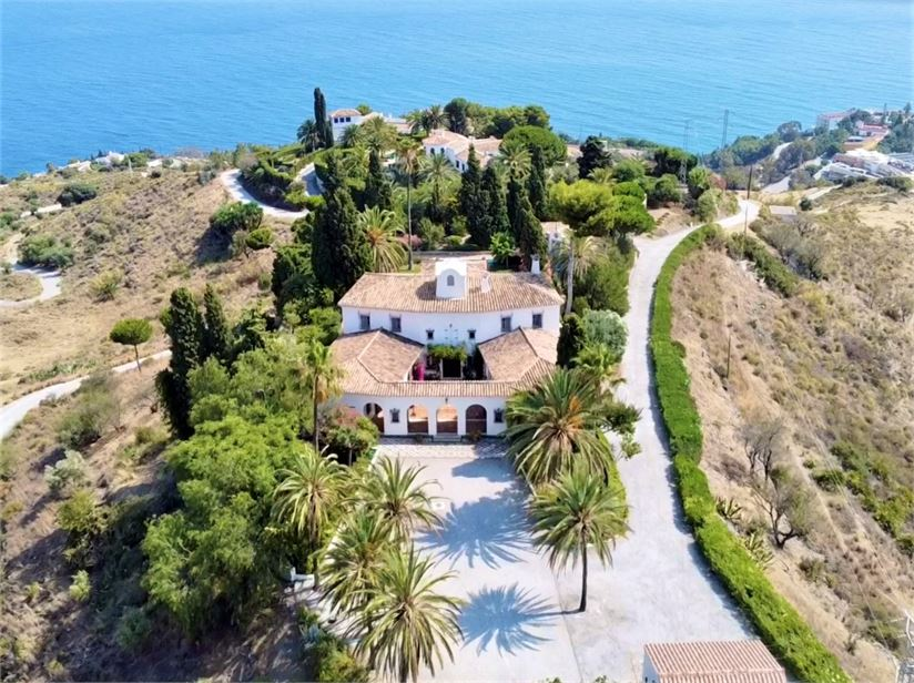 Superb, Moorish Villa on large plot of 9000 m2