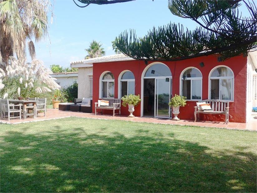 Villa for sale in the Costa tropical