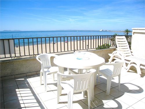 Holiday Rental: Apartment in Roses, Gerona, Spain > Apartment seafront in Roses.
