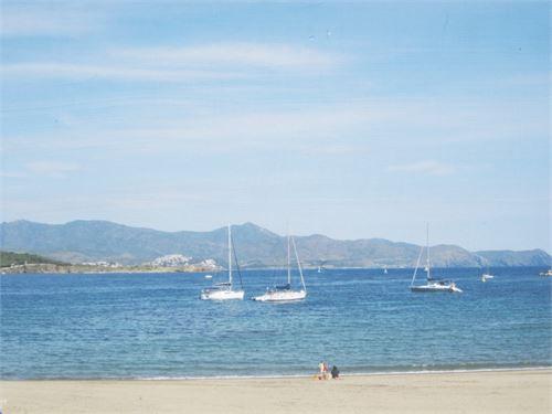 Holiday Rental: Apartment in El Port de la Selva, Gerona, Spain > Apartment on the seafront.